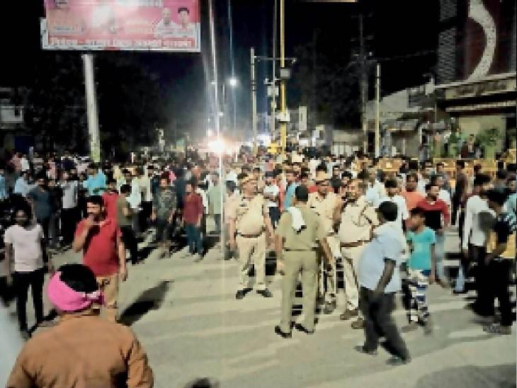 बिजलीघर चौराहे पर पैदल जाते चचेरे भाइयों को ट्रेलर कुचल भागा, एक की मौत|भरतपुर,Bharatpur - Dainik Bhaskar