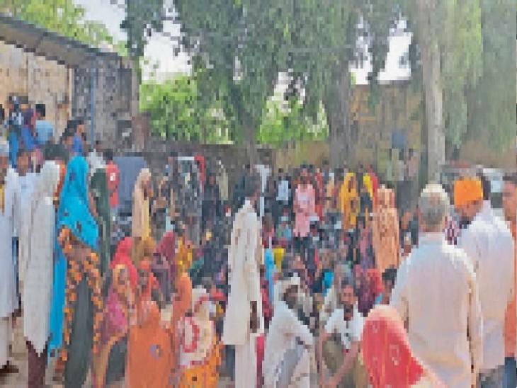 दूल्हे के जीजा को अज्ञात वाहन ने कुचला, मौत, बारातियों ने दिया धरना|भरतपुर,Bharatpur - Dainik Bhaskar