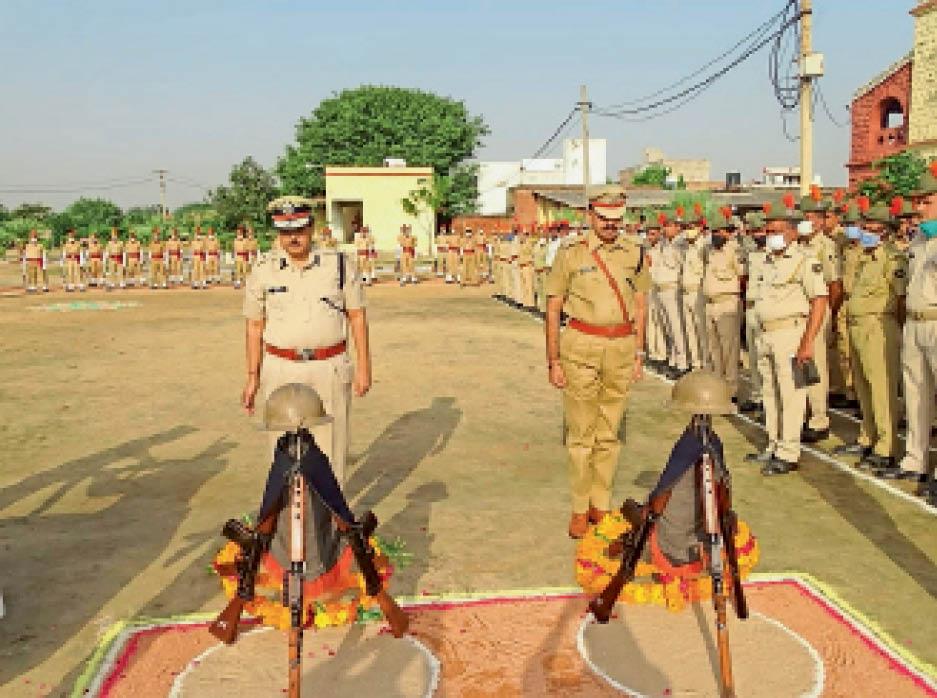 पुष्पचक्र अर्पित कर शहीदों को किया नमन|भरतपुर,Bharatpur - Dainik Bhaskar