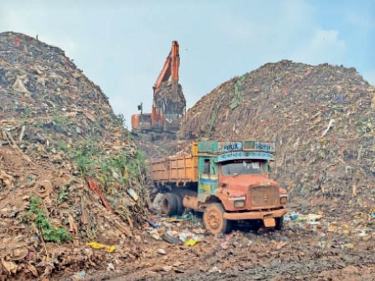 अफसरों को धोखे में रखने ट्रेंचिंग ग्राउंड के पीछे बनाया कचरे का ढेर|भिलाई,Bhilai - Dainik Bhaskar