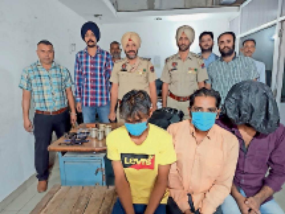 दिन में बंद कोठी के मेन गेट के आगे ईंट या फंसा देते थे कागज, रात में वैसे ही मिले तो करते थे चोरी, 3 गिरफ्तार जालंधर,Jalandhar - Dainik Bhaskar