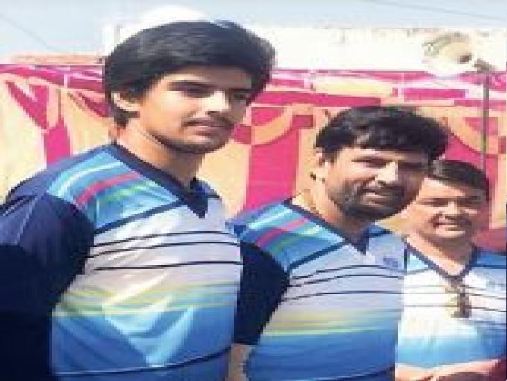 स्टेट वॉलीबॉल में एक ही टीम से खेले, पिता भारतीय वॉलीबॉल के सर्वेसर्वा और बेटा इंटरनेशनल प्लेयर|जयपुर,Jaipur - Dainik Bhaskar