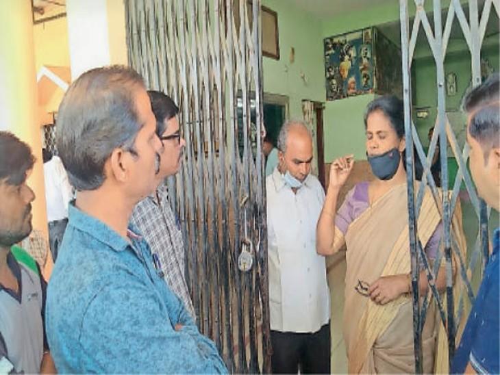 सेंट मैरी स्कूल में 10वीं के छात्र को क्लासमेट नेे गले में छुरा मारा|सागर,Sagar - Dainik Bhaskar