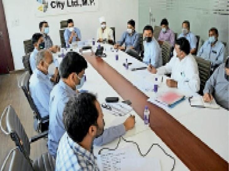 टाटा कंपनी के काम सबसे धीमे; विधायक, कलेक्टर निगमायुक्त ने निर्माण कार्यों की समीक्षा की|सागर,Sagar - Dainik Bhaskar