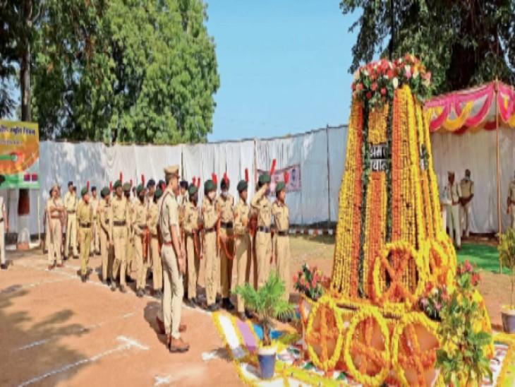 पुलिस स्मृति दिवस पर वीर शहीदों को दी श्रद्धांजलि|होशंगाबाद,Hoshangabad - Dainik Bhaskar