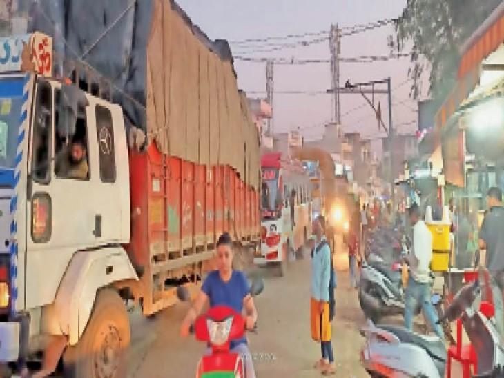 ट्रक ने तोड़ा डबल फाटक का बूम, 6 घंटे शहर में रेंगते रहे वाहन|होशंगाबाद,Hoshangabad - Dainik Bhaskar