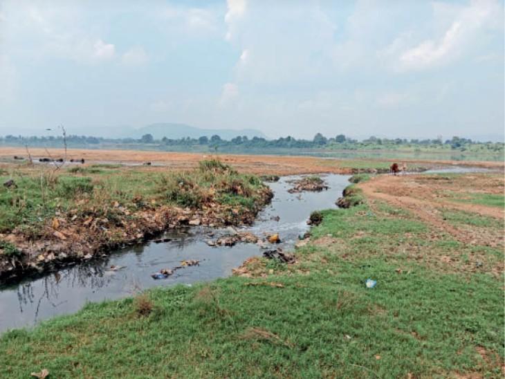 नतीजा- पानी संग नहीं बहा कचरा, नर्मदा किनारे गंदगी, नर्मदा में तेज था बहाव|होशंगाबाद,Hoshangabad - Dainik Bhaskar