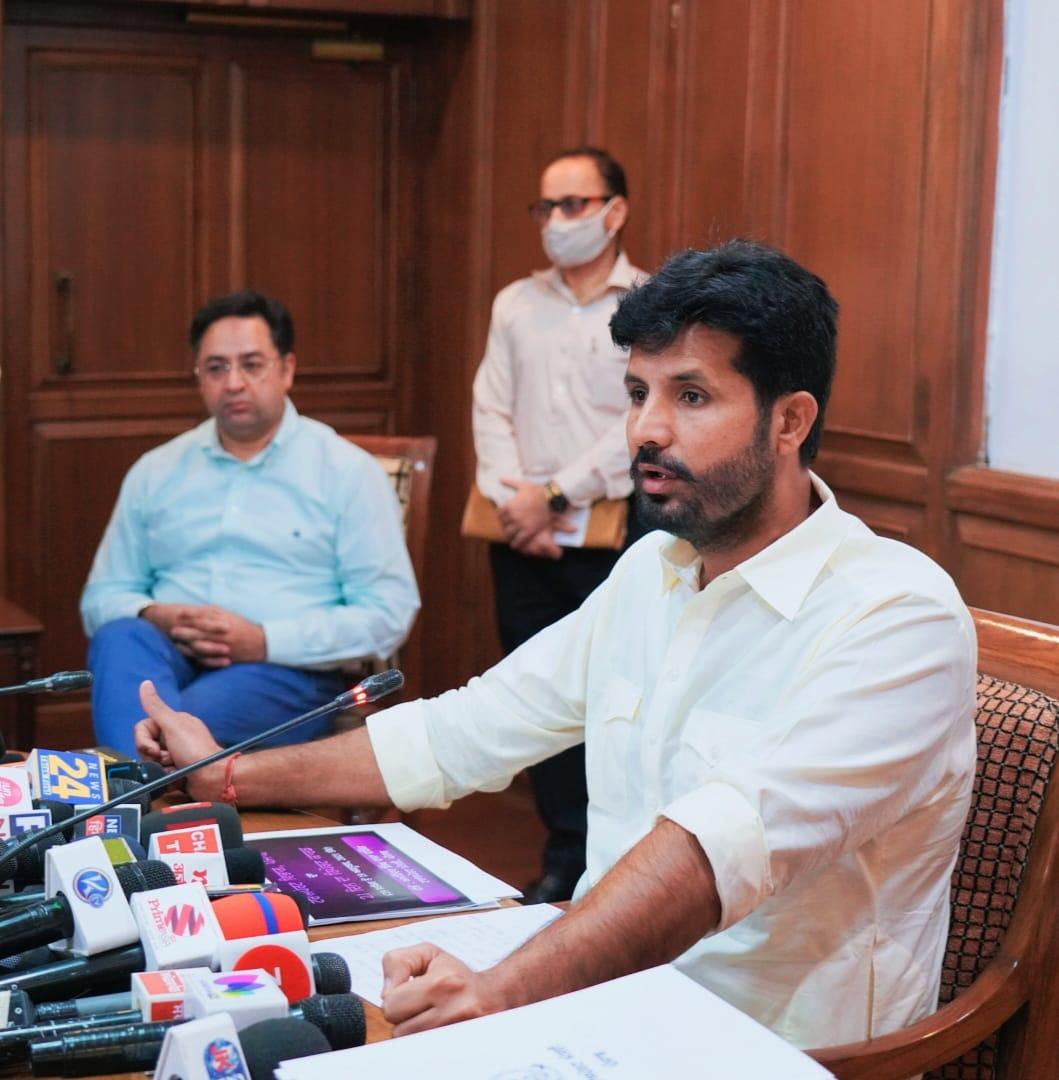 रिपोर्ट कार्ड पेश करके विरोधियों के निशाने पर परिवहन मंत्री राजा वड़िंग, शिअद और आप ने घेरा जालंधर,Jalandhar - Dainik Bhaskar