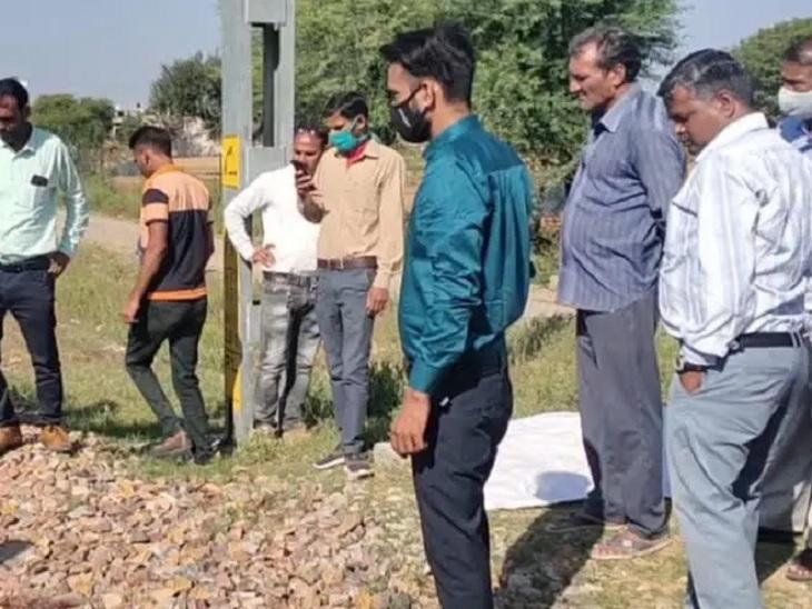 जयपुर-फुलेरा रेलवे लाइन पर ट्रेन से कट कर व्यक्ति की मौत, जेब से मिले 750 रुपए|जयपुर,Jaipur - Dainik Bhaskar