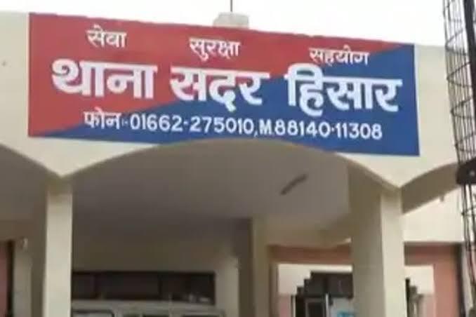 देर रात घर में घुसकर 3 युवकों ने परिवार को बंधक बनाकर 40 हजार की नकदी और जेवर लूटे|हिसार,Hisar - Dainik Bhaskar