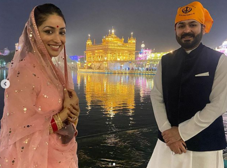 सीक्रेट वेडिंग के बाद पहली बार पति आदित्य धर के साथ दिखाई दीं यामी गौतम, गोल्डन टेम्पल में माथा टेका|बॉलीवुड,Bollywood - Dainik Bhaskar