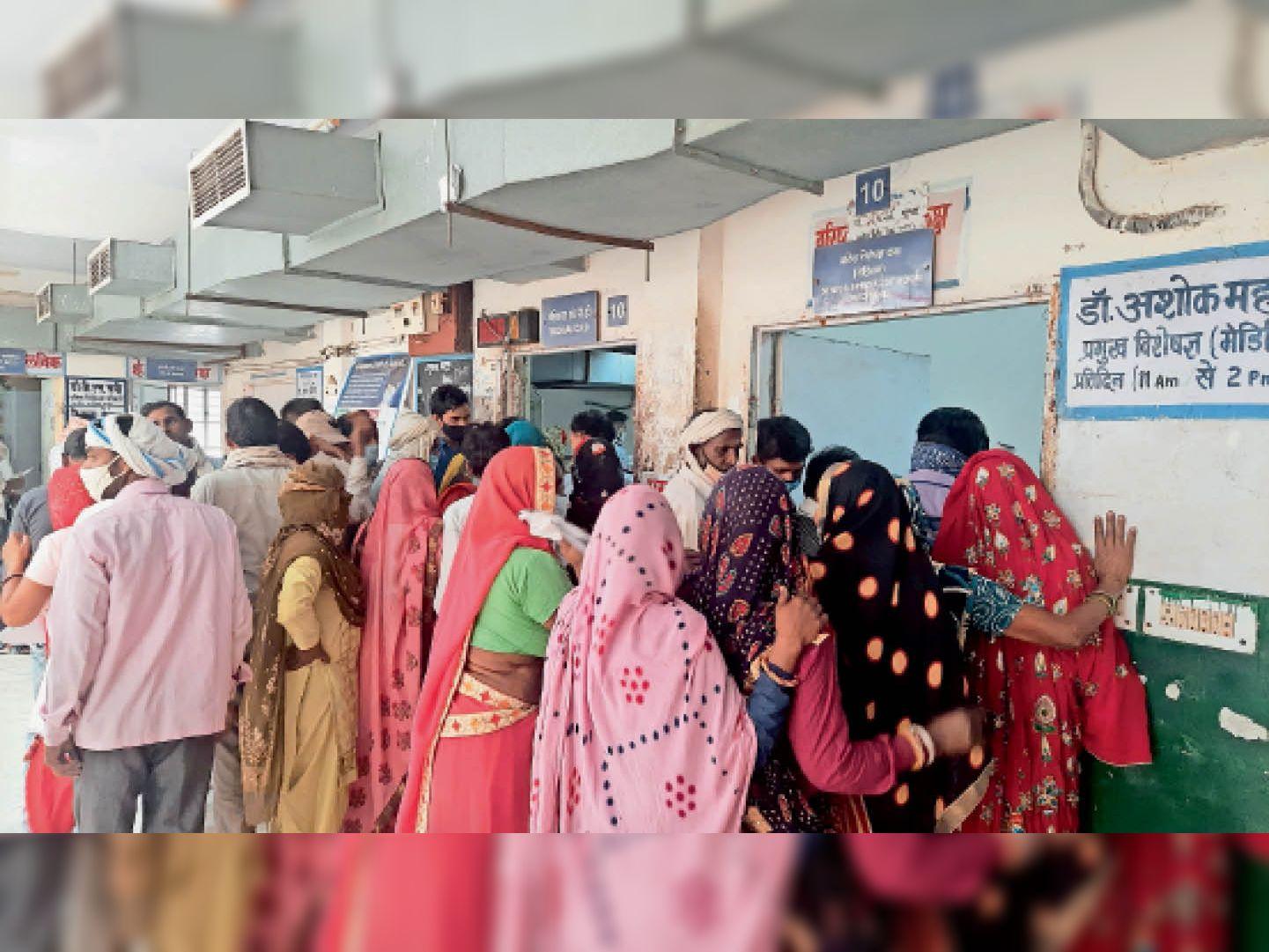 6 दिन से सीबीसी व बायाेकेमिस्ट्री मशीनें खराब, रोज 1 हजार से ज्यादा मरीजों को निजी लैब पर 250 रुपए में करानी पड़ रही जांच|अलवर,Alwar - Dainik Bhaskar