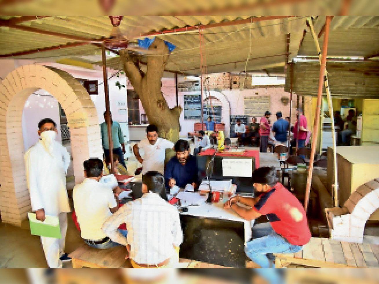 नवरात्र के पांच दिन में पंजीयन कार्यालय में हुए 110 साैदे, सवा दो कराेड़ का राजस्व मिला|अलवर,Alwar - Dainik Bhaskar