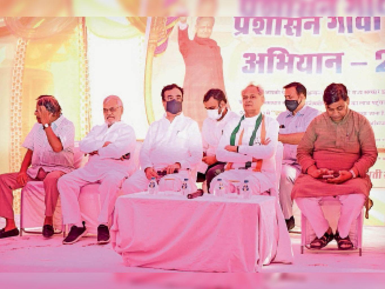 शिविरों में जनता को ज्यादा से ज्यादा लाभ मिले, निकम्मे अफसरों की शिकायत करें : गहलोत|जयपुर,Jaipur - Dainik Bhaskar