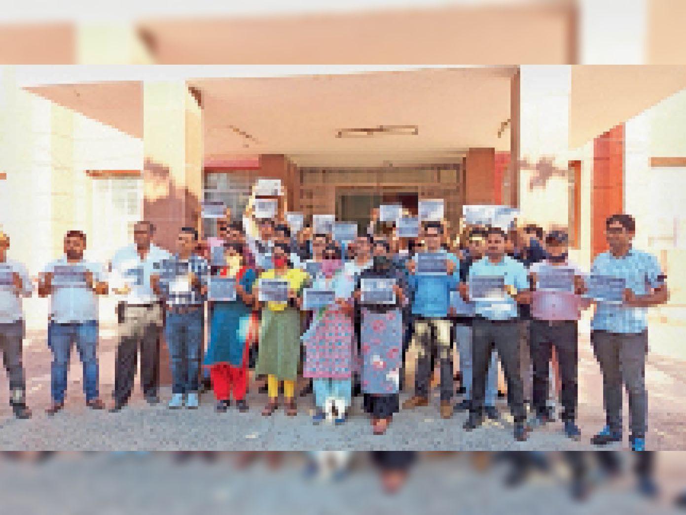 काली पट्टी बांधकर ऑफिस पहुंचे टैक्स ऑफिसर, कमिश्नर के आगे विरोध, सीएम के नाम ज्ञापन दिया बीकानेर,Bikaner - Dainik Bhaskar