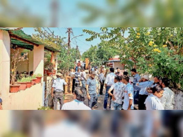 बीएसपी के मकान को इनफोर्समेंट की टीम ने महिला कब्जेधारी से कराया मुक्त भिलाई,Bhilai - Dainik Bhaskar