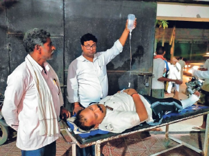 घायल बोला-मैं तो दवा लेने जा रहा था, अचानक एक गोली आई; मेरे गाल को चीरती निकल गई|पटना,Patna - Dainik Bhaskar