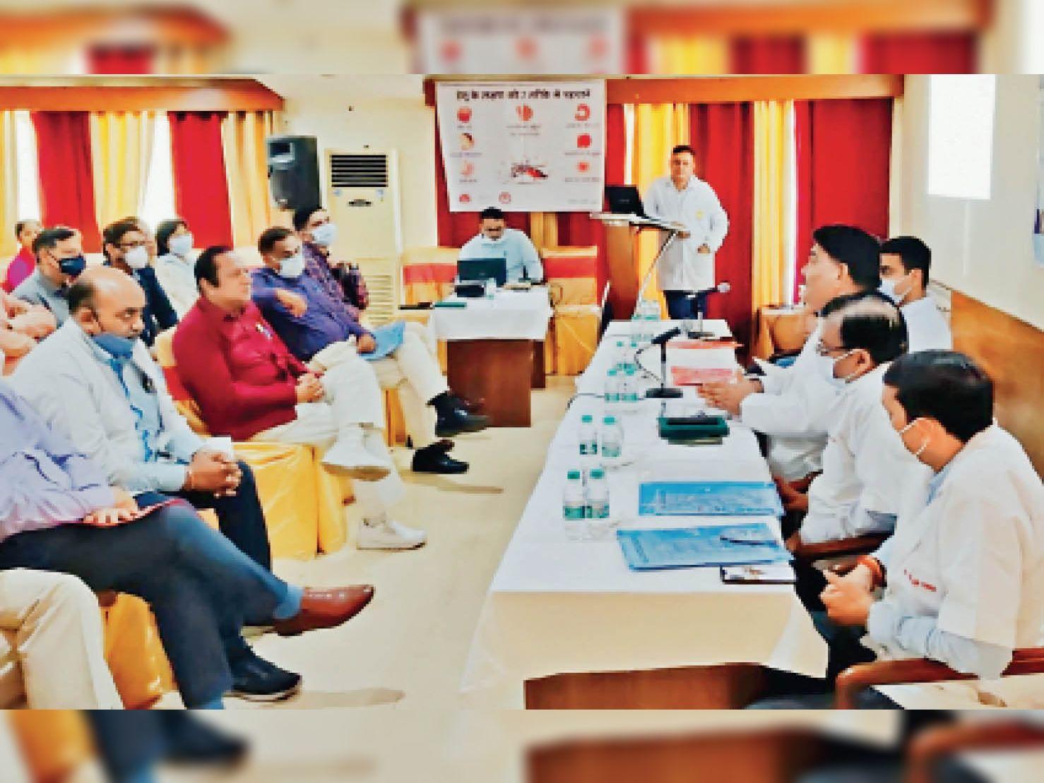 प्राइवेट डॉक्टर्स की बैठक में सीएमओ बोले- बिना जरूरत न चढ़ाएं प्लेटलेट्स|अम्बाला,Ambala - Dainik Bhaskar