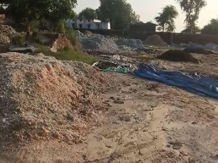 खाद इकाइयों के कचरे से फैल रही है बदबू, बात न मानने पर होगी तालाबंदी|उन्नाव,Unnao - Dainik Bhaskar
