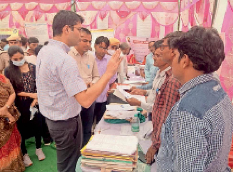 जिला कलेक्टर की आमजन से अपील-शिविर में पहुंचकर समस्याओं का समाधान करवाएं, नारौली डांग में विकलांग प्रमाण पत्र तथा विधवा पेंशन मौके पर ही जारी किए|जयपुर,Jaipur - Dainik Bhaskar