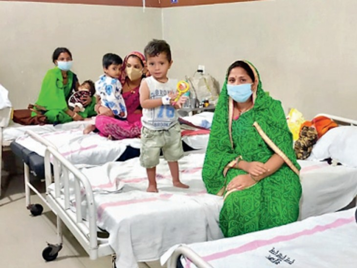 राजधानी के 27 चिल्ड्रन हॉस्पिटल में 470 बच्चे भर्ती, ज्यादातर में बेड फुल भोपाल,Bhopal - Dainik Bhaskar