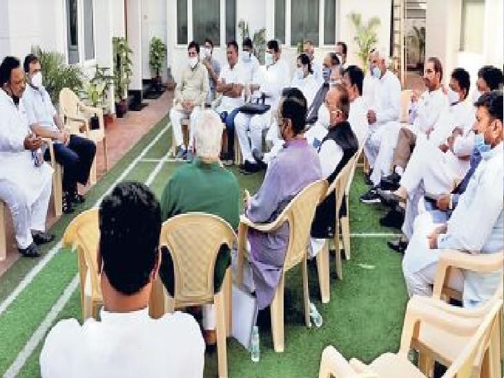 गुजरात चुनावों को लेकर संगठनात्मक नियुक्तियों पर हुई चर्चा, साथ खाना भी खाया|जयपुर,Jaipur - Dainik Bhaskar