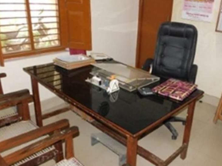 खामियों के कारण 7 कर्मियों का काम बदला, पर नहीं माना आदेश, सीट न जाए; इसके लिए अधिकारियों को नेताओं तक के करवा रहे फोन जालंधर,Jalandhar - Dainik Bhaskar