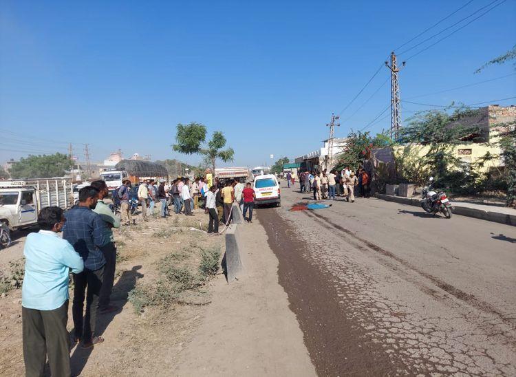 ट्रोला चालक ने लिया चपेट में, कूचलने से मौत, खस्ताहाल सड़क को लेकर ग्रामीणों ने जताया विरोध|पाली,Pali - Dainik Bhaskar
