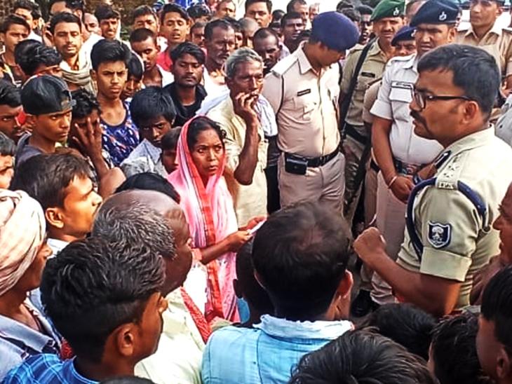 धनरुआ में पुलिस-ग्रामीणों की झड़प का मामला, ग्रामीणों ने पुलिस पर लगाए आरोप पटना,Patna - Dainik Bhaskar