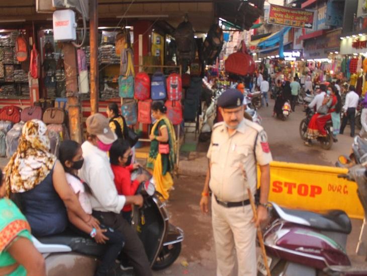 दशहरे को देख पुलिस ने लिया सबक, त्योहार के दौरान चप्पे-चप्पे पर रहेगी पुलिस की नजर भिलाई,Bhilai - Dainik Bhaskar