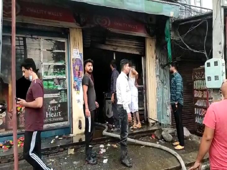 दूसरी मंजिल पर सो रहा था परिवार; आग देखकर एक ने छत से लगाई छलांग, बाकी पिछली तरफ से भागे जालंधर,Jalandhar - Dainik Bhaskar