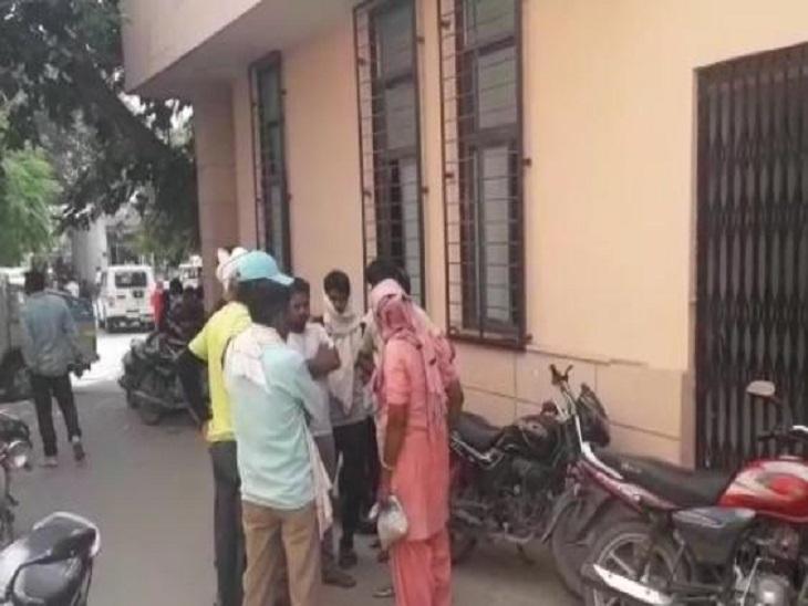 खाद लेने साथी के साथ जा रहा था, तेज रफ्तार पिकअप टक्कर मारकर हुई फरार|सीकर,Sikar - Dainik Bhaskar