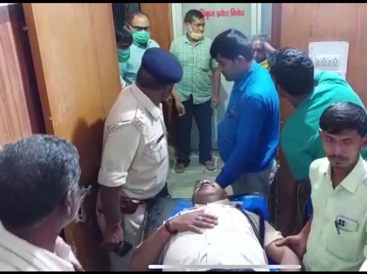 पुलिस टीम पर हमले में थानेदार का सिर फटा, CI का पैर टूटा, 20 कर्मी घायल; एक ग्रामीण की मौत, तीन घायल|पटना,Patna - Dainik Bhaskar