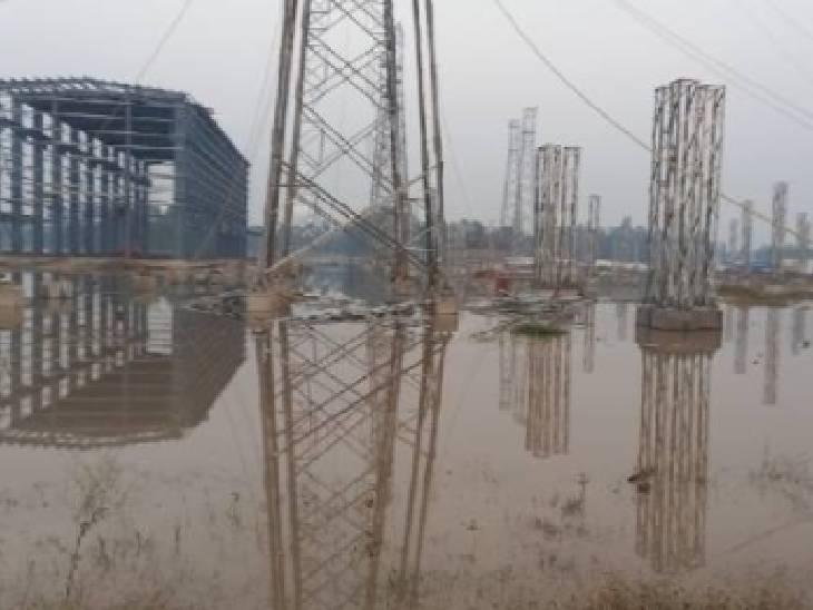 765 केवी के निर्माणाधीन बिजलीघर में घुसा बाढ़ का पानी, रोकना पड़ा काम रामपुर,Rampur - Dainik Bhaskar