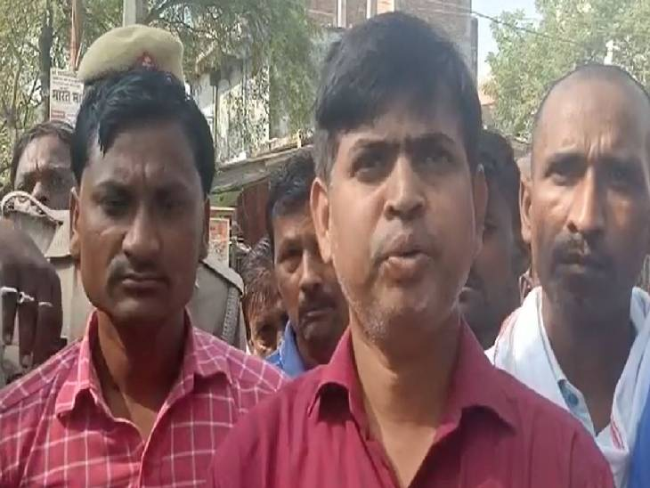 अधिकारियों के न पहुंचने से भड़के लोग, इटवा-बांसी सड़क पर लगाया जाम|सिद्धार्थनगर,Siddharthnagar - Dainik Bhaskar
