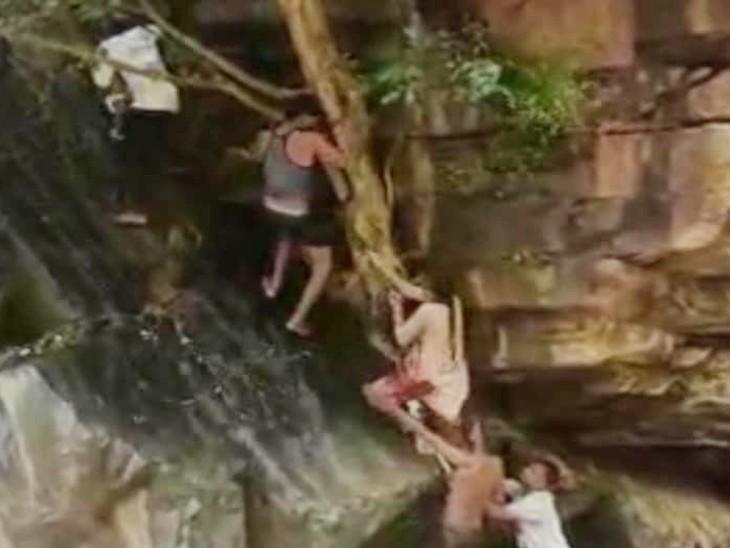दो लोग फरिश्ते बनकर आए और उन्हें बचा लिया, देखें VIDEO देश,National - Dainik Bhaskar