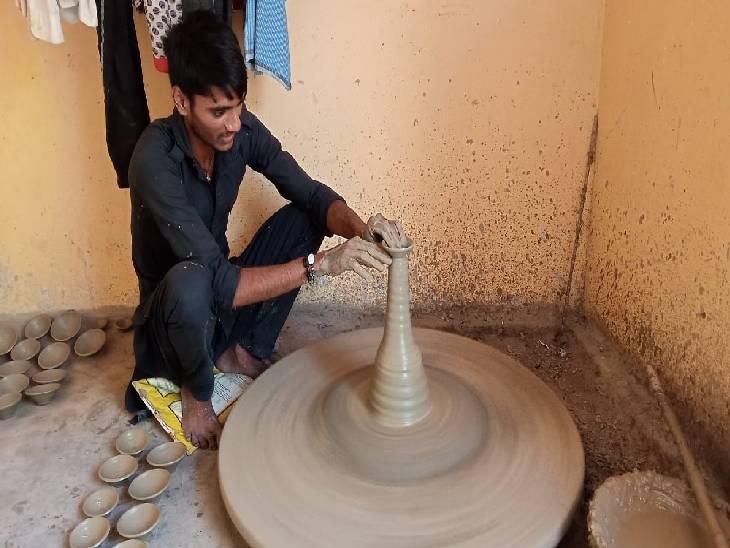 कोरोना काल में मुंबई में नहीं मिल रहा था काम, पैतृक व्यापार में लगकर दशहरे पर की 70 हजार की बिक्री|सिद्धार्थनगर,Siddharthnagar - Dainik Bhaskar