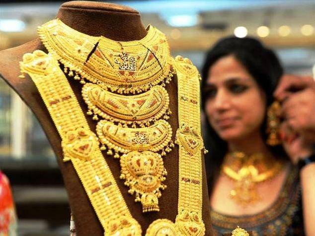 स्वित्झर्लंडमुळे सोन्याचा दर खाली, दोन दिवसांमध्ये 1000 रुपयांनी घट| - Divya Marathi