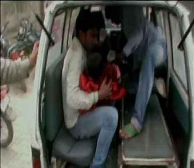 हेडफोन लावून रेल्वे क्रॉसिंग करत होता बस चालक , 5 विद्यार्थ्यांचा मृत्यू देश,National - Divya Marathi