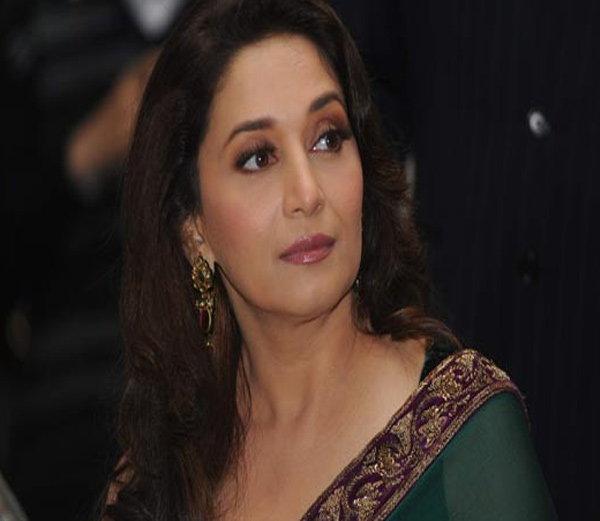 अभिनेत्री माधुरी दीक्षितला धमकावणारा तरुण अटकेत; मागितली होती खंडणी| - Divya Marathi