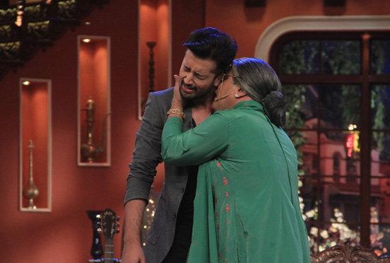 \'कॉमेडी नाइट्स\'मध्ये आतिफने शेअर केली Love Story, सांगितल्या आयुष्यातील खास गोष्टी टीव्ही,TV - Divya Marathi
