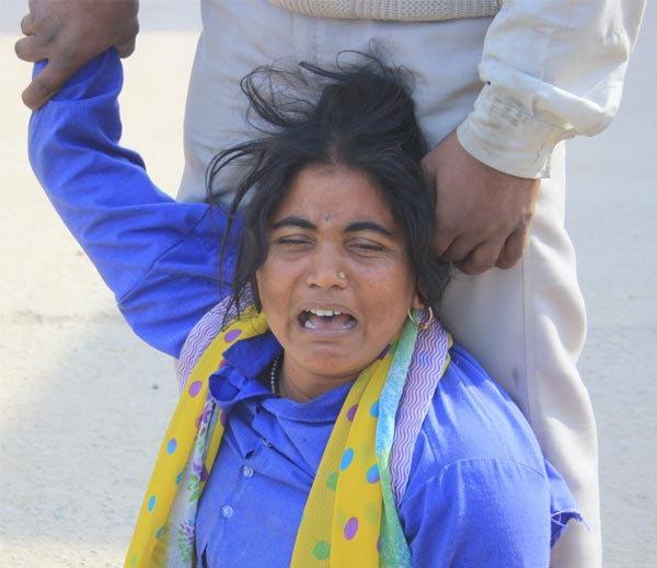 राजस्थानात प्रेमी युगुलाची आत्महत्या, झाडाला लटकलेले आढळले मृतदेह  - Divya Marathi