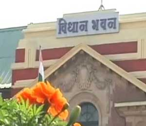 दुष्काळप्रश्नी विधानभवनावर हल्लाबोल मोर्चा, विरोधक काँग्रेस-राष्ट्रवादीतच फूट!| - Divya Marathi
