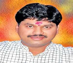 परळीला पहिल्यांदाच दोन लाल दिवे, धनंजय मुंडे विधान परिषदेचे विरोधी पक्षनेते|औरंगाबाद,Aurangabad - Divya Marathi