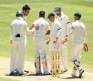 PHOTOS: कर्णधार कोहलीला लागला बाउंसर, घाबरला जॉन्सन स्पोर्ट्स,Sports - Divya Marathi