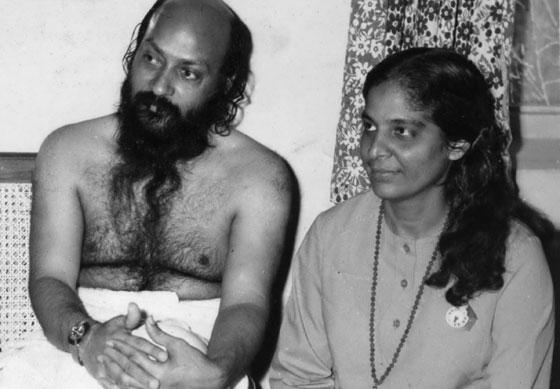 Death Anniv  - कोणी म्हणतो \'सेक्स गुरू\' तर कोणी \'तत्त्वज्ञानी\', जाणून घ्या OSHO यांच्याबद्दल ओरिजनल,DvM Originals - Divya Marathi
