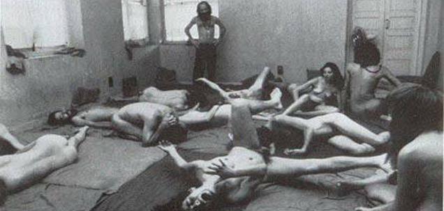 Death Anniv: \'संभोगापासून समाधीपर्यंत\' : ड्रग्स, सेक्स, ओशो आणि गुजराती शीलाची कहाणी देश,National - Divya Marathi