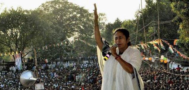 ममता बॅनर्जी भडकल्या; सुब्रतो रायसोबत छायाचित्रात दिसणार्या नरेंद्र मोदींना का अटक करत नाही देश,National - Divya Marathi