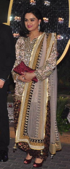 मनीष मल्होत्राने दिले भाचीच्या लग्नाच्या निमित्ताने ग्रॅण्ड रिसेप्शन, जमली सेलेब्सची मांदियाळी  - Divya Marathi