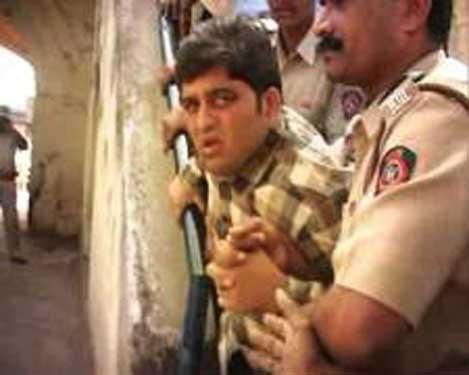 आमदार हर्षवर्धन जाधवांनी लगावली पोलिस निरीक्षकाच्या कानशिलात, गुन्हा दाखल|नागपूर,Nagpur - Divya Marathi